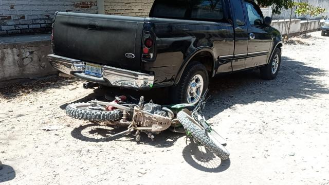 """""""Motoloco"""" atropella a ciclista y salen heridos"""
