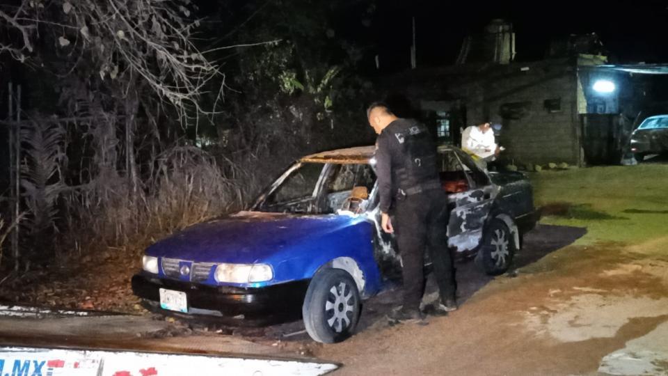 Localizan auto quemado en la colonia12 octubre