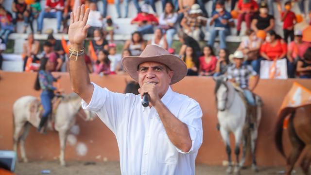 Arturo Dávalos cierra campaña en Tomatlán