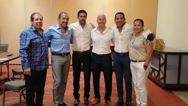 Carlos Gerard con empresarios de Tiempo Compartido