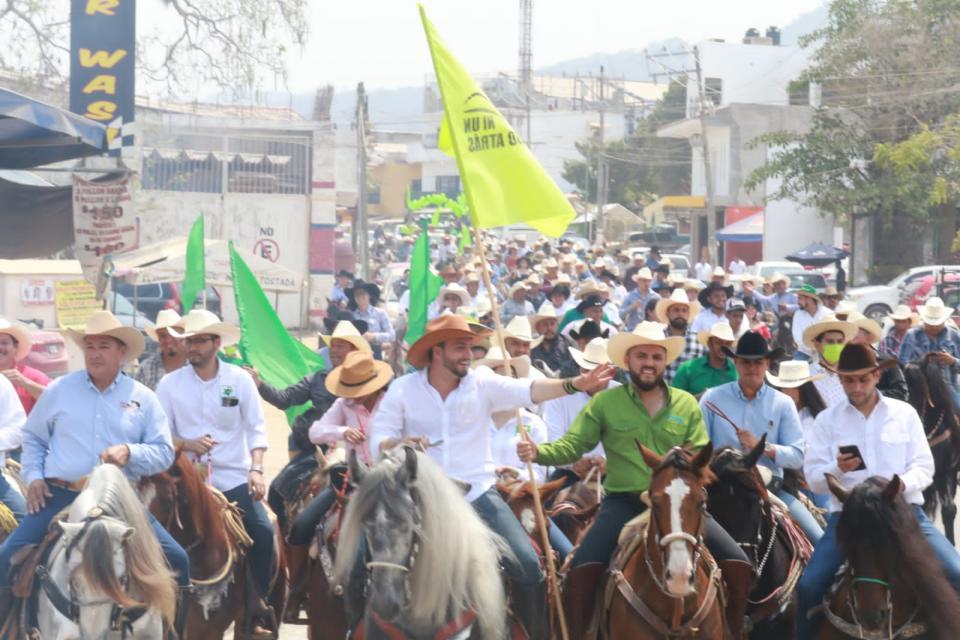 Cientos cabalgan con Munguía por la renovación de Vallarta