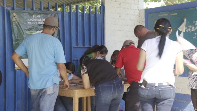 Vacunan a personas de 40 a 49 años en Bahía de Banderas