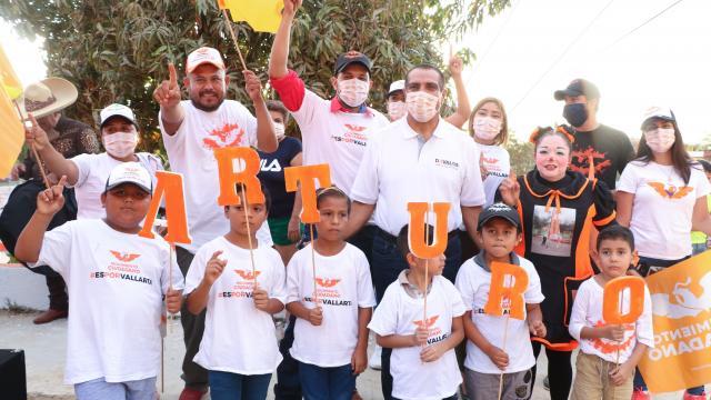 Arturo Dávalos se reúne con vecinos de Loma Bonita