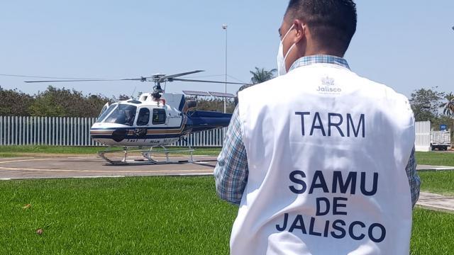Grave trasladan en helicóptero a niño atropellado