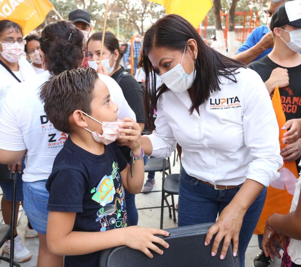 Lupita Guerrero en colonia Magisterio