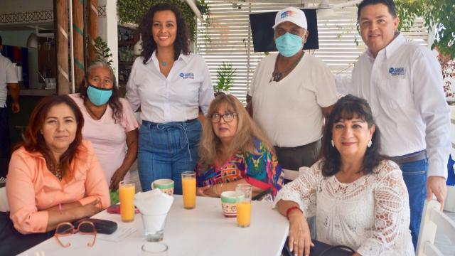 Idalia González festeja el Día de las Madres