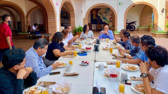 Idalia González se reúne con ingenieros y arquitectos