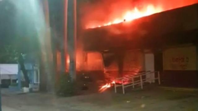Oficinas del INE incendiadas en Chiapas