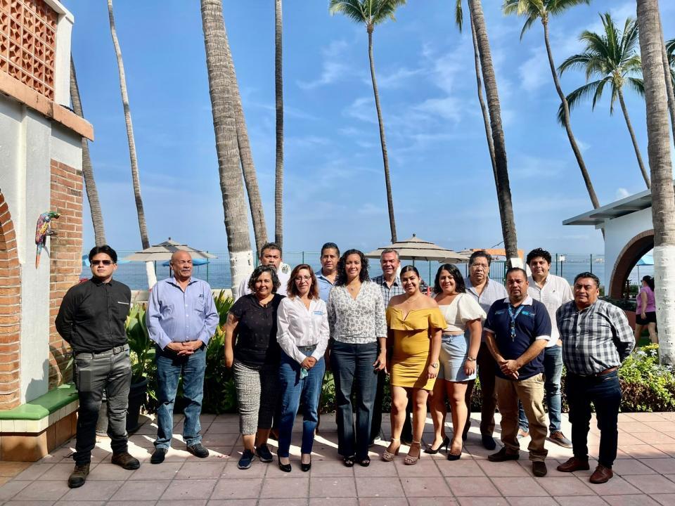 Marcela Navarrete se reúne con ingenieros y arquitectos