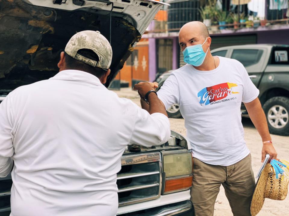 Carlos Gerard recibe apoyo en colonias de Puerto Vallarta