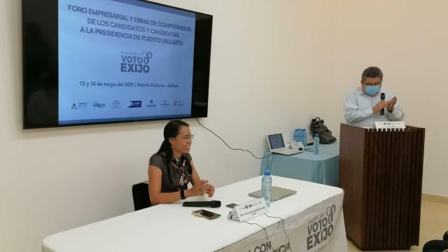 Miriam Miramontes participa en Foro Empresarial