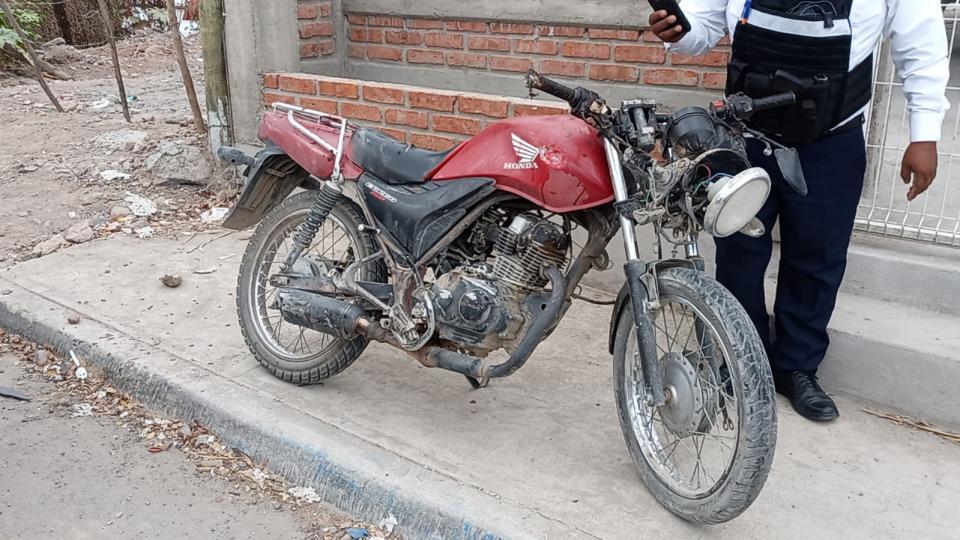 Localizan moto ensangrentada y abandonada
