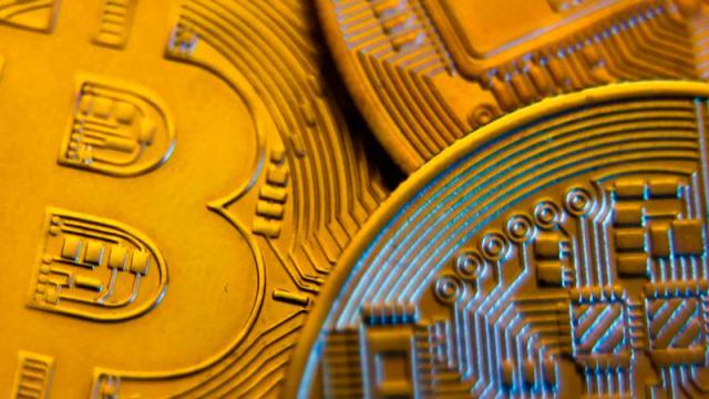Bitcoin se desploma por posibles restricciones en China y EU