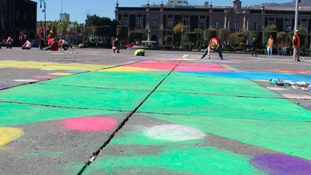 Pintan plaza Los Mártires en Toluca