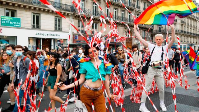 Marcha del Orgullo reúne a unas 30.000 personas en París