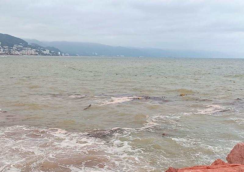 Se registra alto oleaje en playas de Vallarta
