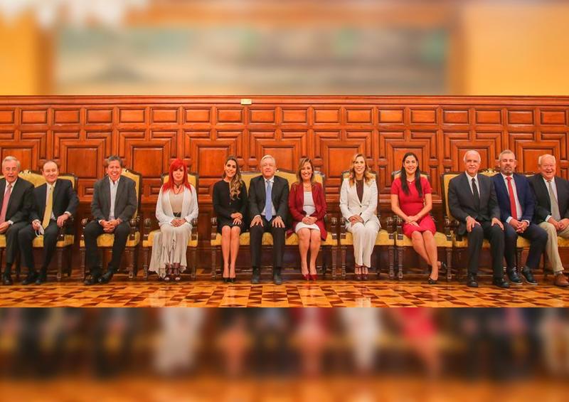 AMLO sube foto en Palacio Nacional con gobernadores electos