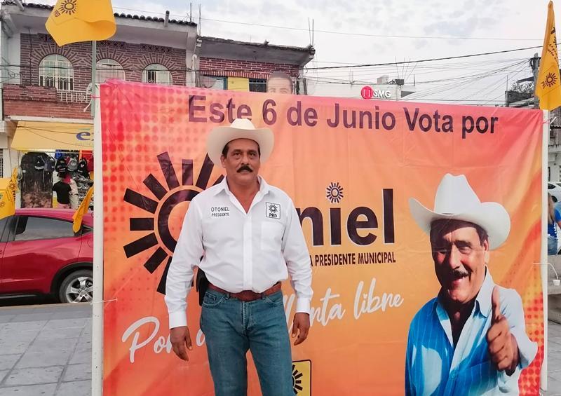 Con música de norteño cierra Otoniel Barragán su campaña