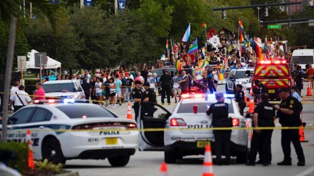 Camioneta atropella a miembros de comunidad LGBT en Florida