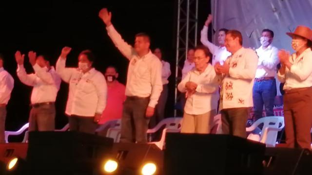 Cierra Víctor Hugo Mendoza con escenario espectacular