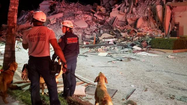 Van 4 muertos tras colapso de edificio en Miami
