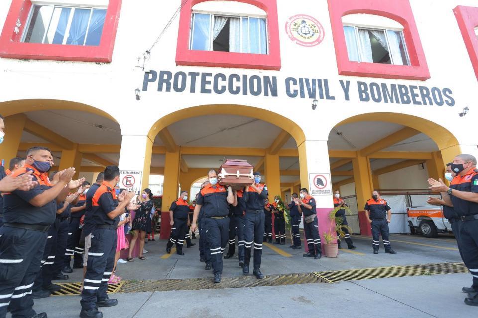 Despiden con honores al bombero Isrrael Pérez Salvatierra