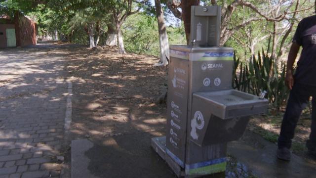 Denuncian servicio deficiente de dispensadores de agua