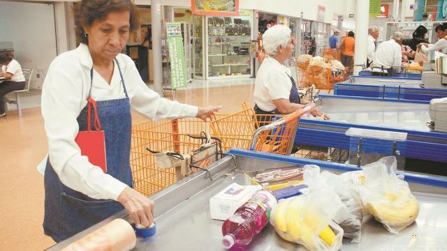 Adultos mayores no regresarán a Walmart