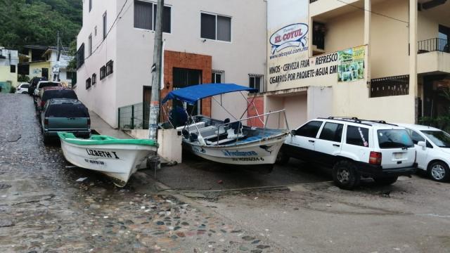 Resguardan embarcaciones en Boca de Tomatlán