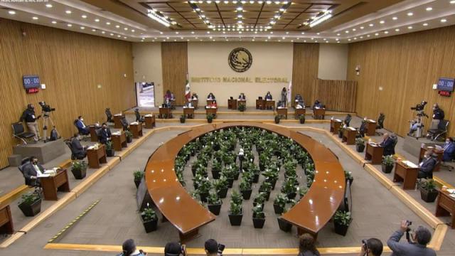 Minuto de silencio en el INE por víctimas en proceso electoral