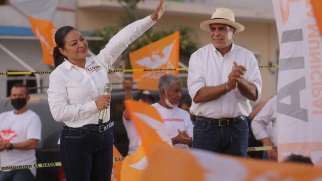Lupita Guerrero con Arturo Dávalos