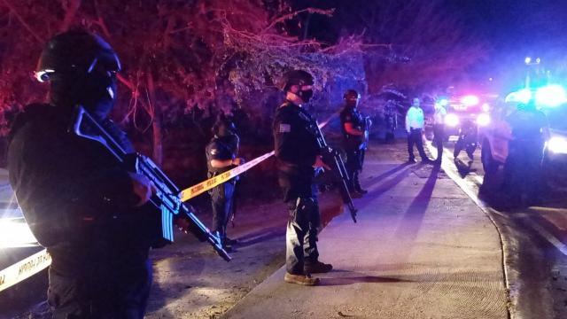 policías en el parque lineal