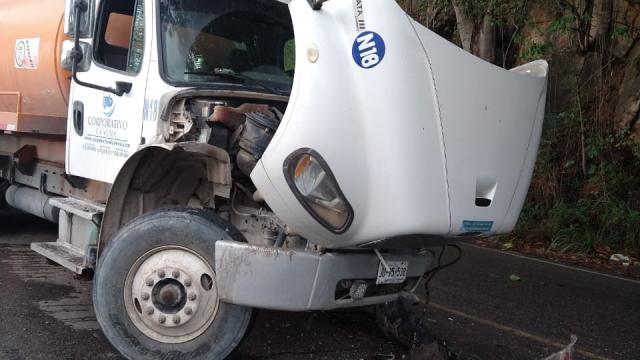 Prensado en accidente sobre carretera federal 200
