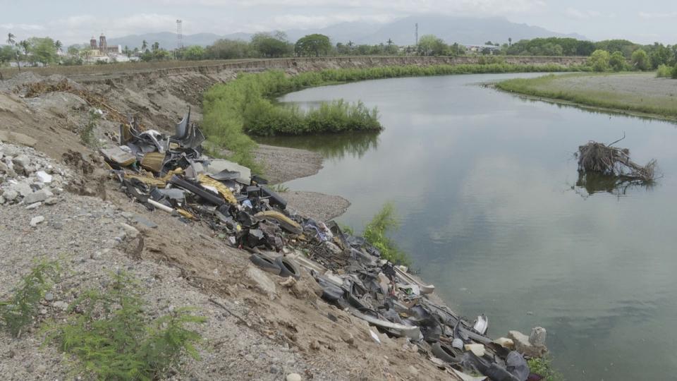 Usan de basurero y contaminan el Río Ameca