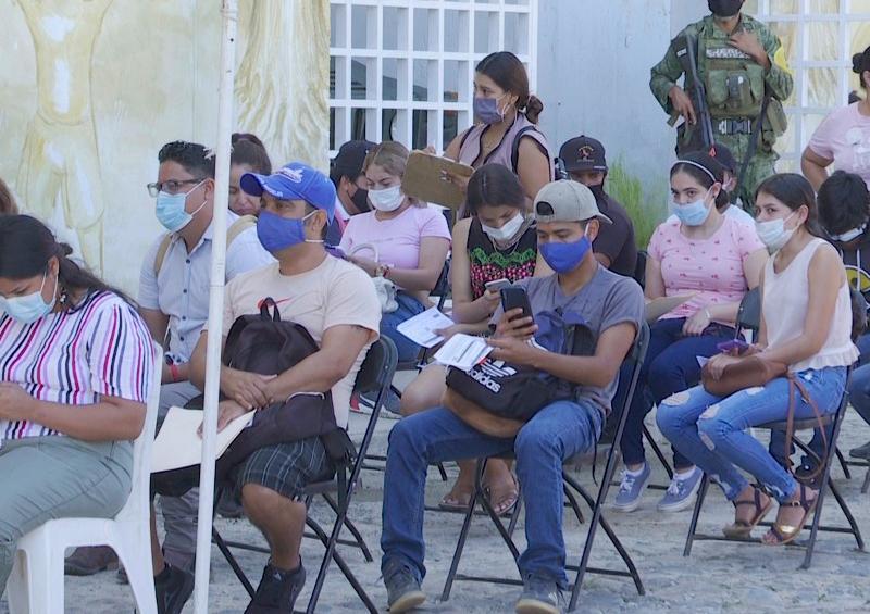 También en El Tuito arrancó la vacunación a jóvenes