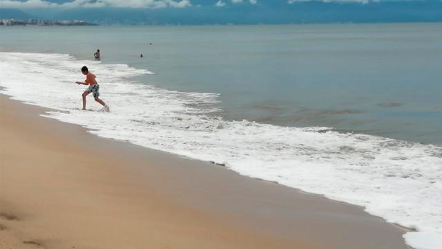 """Una verdadera """"joya"""" la playa de Bucerías: hermosa y limpia"""