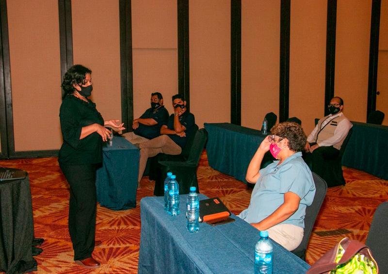 rinda DIF Vallarta apoyo psicológico a personal de hotelería
