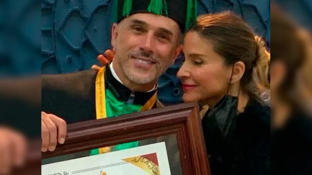 Sergio Mayer presume Doctorado Honoris Causa