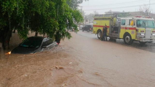 Caos e inundaciones en Ixtapa debido a la tormenta