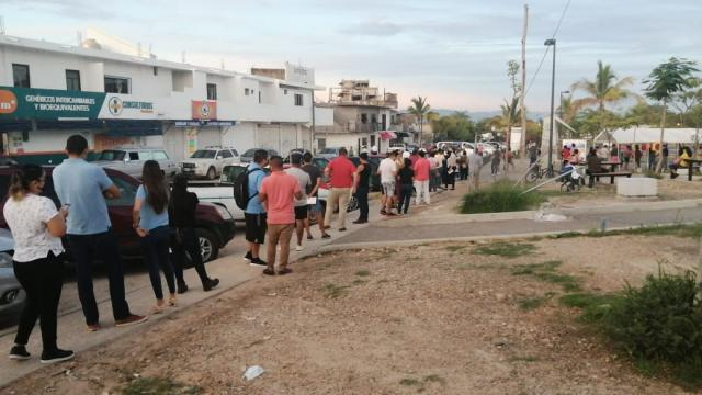Alta afluencia de treintañeros para vacunarse en La Lija