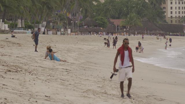 Bucerías libre del uso del cubrebocas entre los turistas