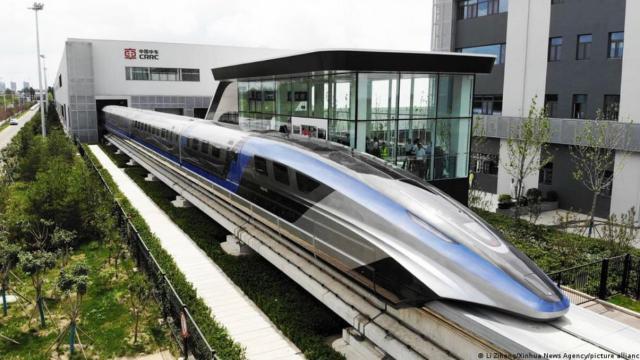 China presenta un nuevo tren de levitación magnética