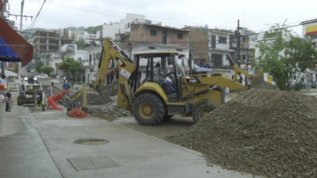 Cierran la calle Honduras por cambio de tuberías