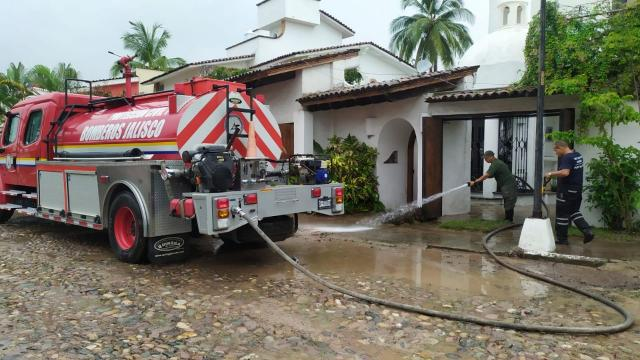 Comandancia brinda apoyo por inundaciones en Vallarta