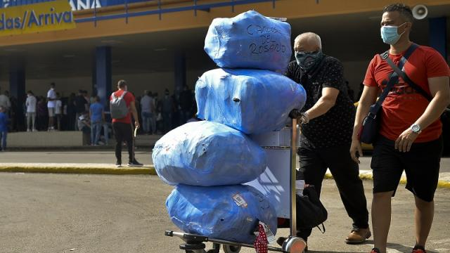 Viajeros importan medicamentos y alimentos por protestas