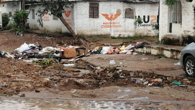 Destruidas e intransitables calles en la colonia La Floresta