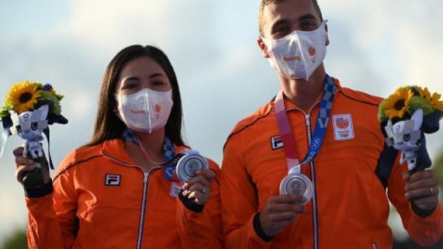 Gana mexicana plata... defendiendo bandera de Holanda
