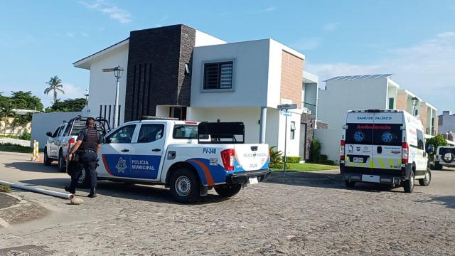 Hombre ataca mujer en su domicilio en Fluvial Vallarta