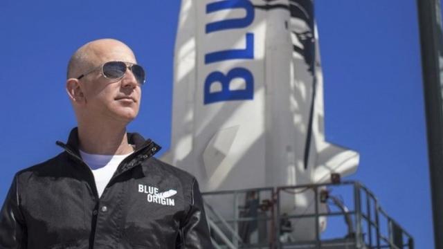 Jeff Bezos, alcanza el espacio