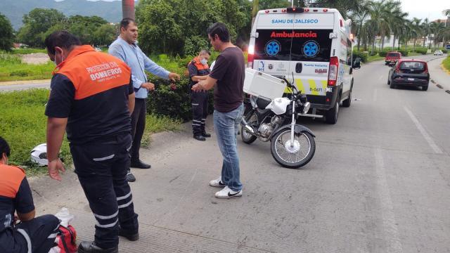 Motociclista derrapa en Agapito Medina